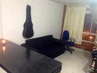 Una sala de estar llena de muebles y una lámpara en ALTOS DE TINTALA 1