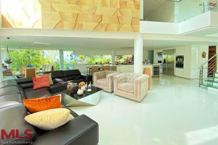 Portada Casa en venta en El Salado, 6200mtde tres niveles.