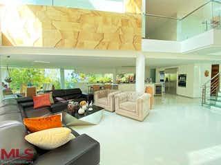 Una sala de estar llena de muebles y una gran ventana en No aplica