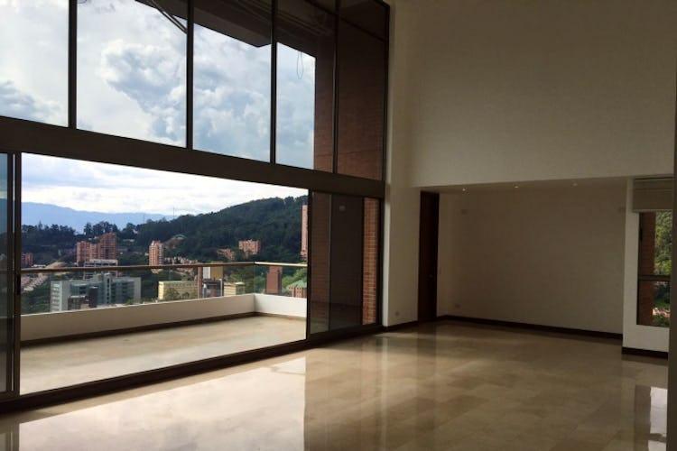 Portada Apartamento en venta en Las Lomas de 432mts, dos niveles