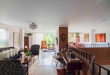 Casa en venta en Los Balsos de 220mts, tres niveles