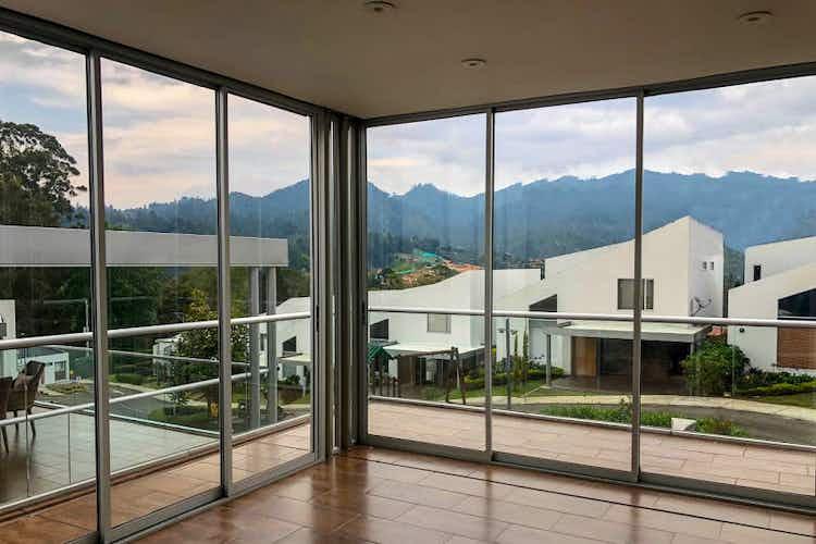 Portada Casa en venta en Casco Urbano El Retiro de 248 mt2.  con balcón.
