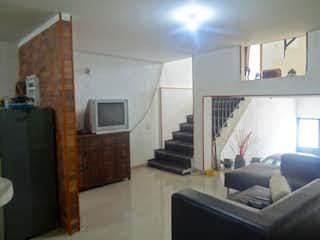 Una sala de estar llena de muebles y una televisión de pantalla plana en Casa en Zona Industrial, San Rafael Industrial - Cuatro alcobas