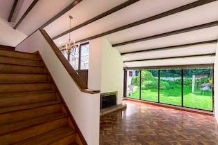 Casa En Venta En Santa Ana Occidental, de 552mtrs2 con sauna y jacuzzi