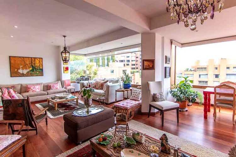 Portada Apartamento en venta en Los Rosales 4 habitaciones