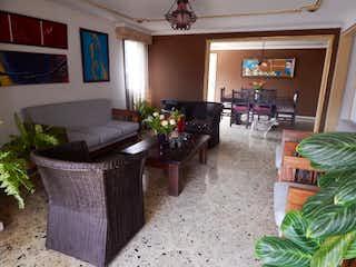 Una sala de estar llena de muebles y una televisión de pantalla plana en Apartamento en venta en San Antonio, 243mt con balcon