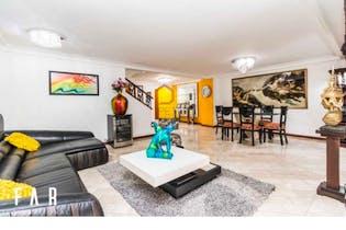 Casa ubicada en Castropol de 350mts, tres niveles