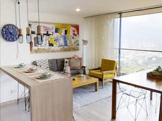 Una cocina con una mesa y sillas en ella en Apartamento en venta en Salvatorianos, 74mt con balcon