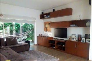 Casa en venta en Barrio San José de Bavaria de 1620mts, dos niveles
