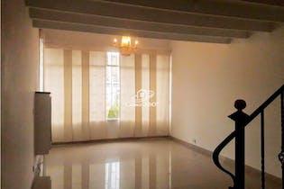 Casa en venta en La Alhambra de 250mts, dos niveles