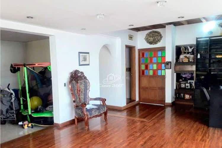 Portada Casa en venta en Barrio San José de Bavaria de 350mts, tres niveles