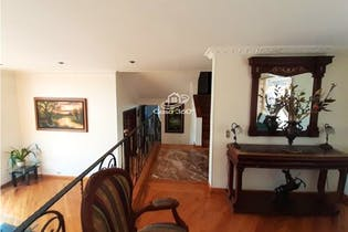 Casa en venta en Barrio San José de Bavaria de 582mts, tres niveles