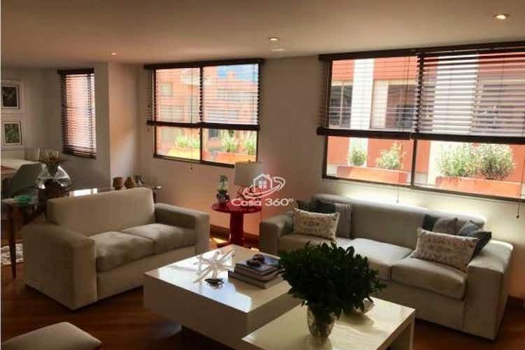 Portada Apartamento en venta en Barrio La Carolina de tres habitaciones