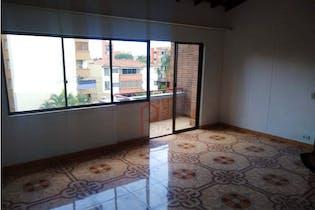 Apartamento en venta en La Floresta de 3 hab. con Balcón...