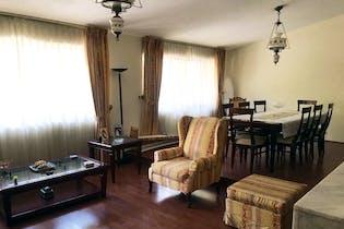Casa en venta en Las Arboledas de 312mts, tres niveles