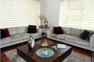 Casa en venta en Barrio Niza de 228 mt2. con 4 niveles.