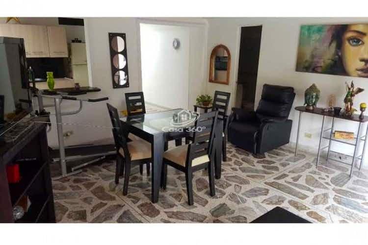 Portada Apartamento en venta en Los Almendros de 130 mt2.  con balcón.