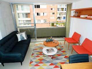 Una sala de estar llena de muebles y una ventana en Apartamento en venta en Niquía, de 94mtrs2