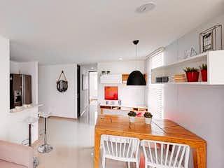 Una sala de estar llena de muebles y una ventana en Bahía Grande