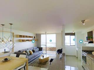 Una habitación llena de un montón de muebles blancos en Selvática