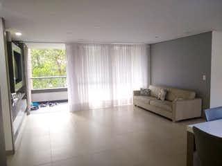 Una sala de estar llena de muebles y una ventana en Apartamento en Venta en Zúñiga, de 127mtrs2