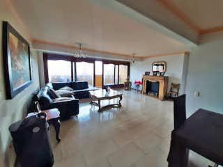 Una sala de estar llena de muebles y una televisión de pantalla plana en Apartamento en Venta en Universidad Medellín, de 140mtrs2