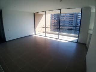 Un cuarto de baño con ducha y una ventana en Apartamento en Venta en Loma del Escobero, de 103mtrs2