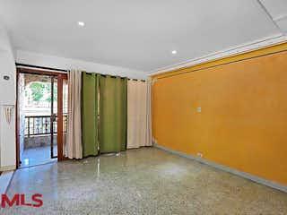 Un cuarto de baño con lavabo y ducha en Casa en venta en Calasanz, de 300mtrs2
