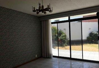 Casa en venta en Jardines del Pedregal de 790 mt2. con 2 niveles.