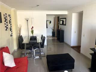 Una sala de estar llena de muebles y una televisión de pantalla plana en Torre de Valverde