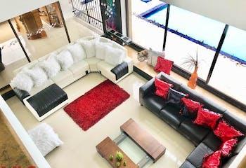 Apartamento en Torres de Benares - El Poblado, cuenta con tres habitaciones