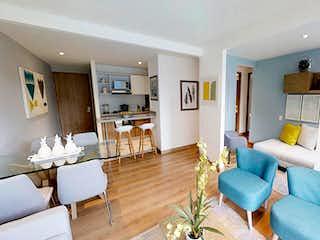 Una sala de estar llena de muebles y una mesa en Nueva Colina - Amonte