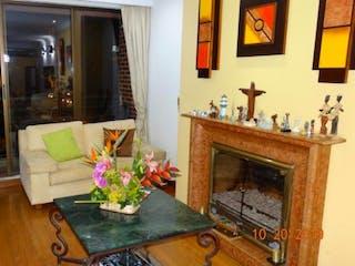 Una sala de estar llena de muebles y una chimenea en Apartamento en venta en Rincón del Chicó, 135mt con balcon