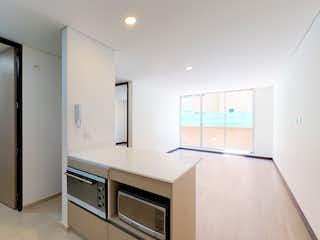 Un cuarto de baño con lavabo y un espejo en Scala 28