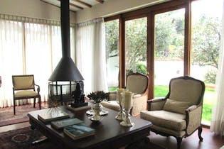 Casa en venta en Barrio Niza de cuatro habitaciones