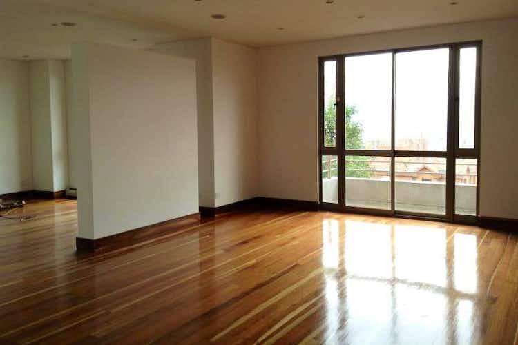 Portada Apartamento en venta en Barrio Niza de tres habitaciones