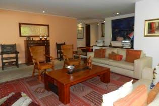 Apartamento en venta en Bosque Medina de cuatro habitaciones