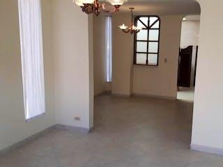 Una habitación que tiene una ventana en ella en Casa en venta en Chia de tres habitaciones