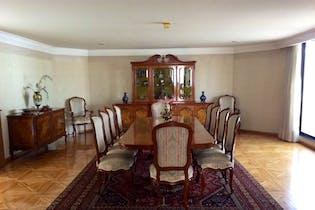 Casa en venta en Bosques de las Lomas de 1180mts, tres niveles