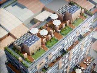 Un modelo de edificio con un tren en él en Castellana Plaza