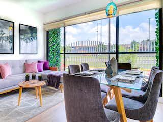 Una sala de estar llena de muebles y una ventana en Vissani