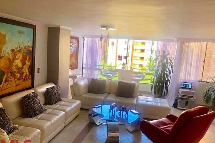 Portada Apartamento en venta en Castropol, 159mt de tres niveles.