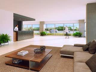 Una sala de estar llena de muebles y una gran ventana en Country - Paradise