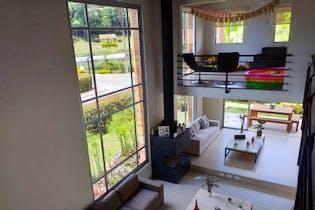 Casa en Venta en Casco Urbano El Retiro de 300 mt2. con 2 niveles.