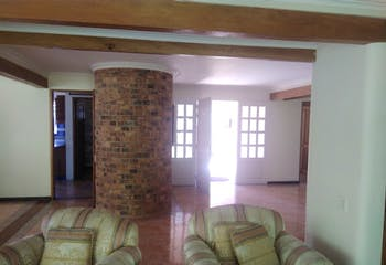 Casa en venta en El Retiro de 340mts, tres niveles