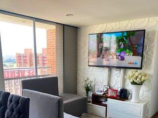 Una sala de estar llena de muebles y una televisión de pantalla plana en Apartamento en venta en Hayuelos, de 66,02mtrs2 con balcón