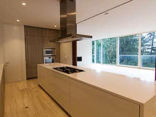 Una cocina con un fregadero y un horno de cocina en Apartamento en venta en El Refugio de cuatro habitaciones