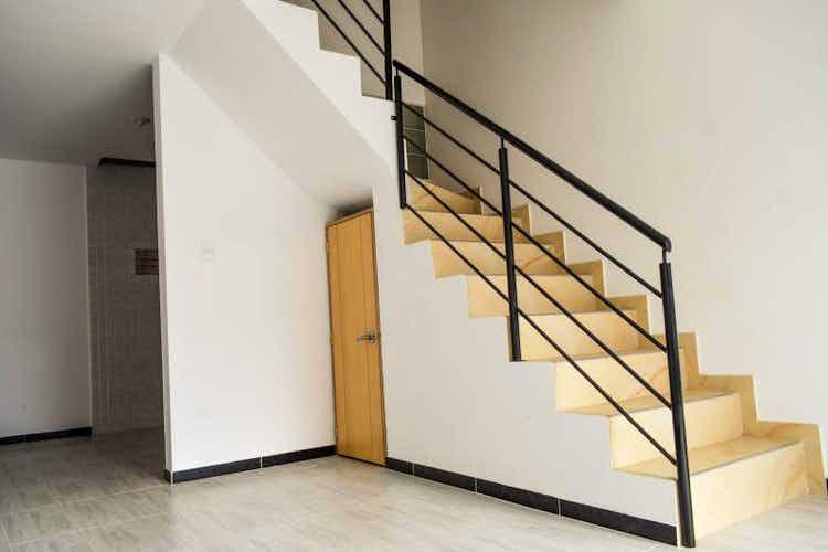 Portada Casa en venta en La Giralda, 101mt de cuatro niveles.