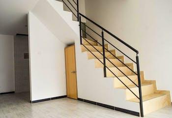 Casa en venta en La Giralda, 101mt de cuatro niveles.