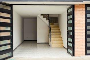 Casa en venta en La Giralda de 101mts, cuatro niveles